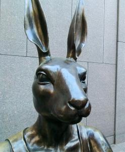 paparazzi-rabbitgirl-sculpture
